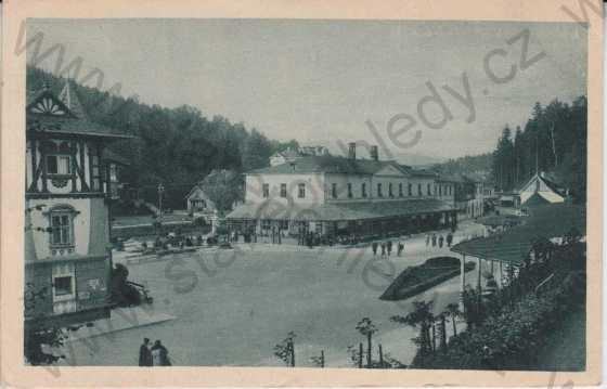 Lázně Luhačovice, Lázeňské náměstí